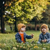 two-boys-brothers-sitting-grass-tree_1303-25297 (1)