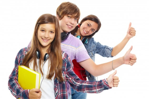 young-people-row-with-thumbs-up_1098-2557